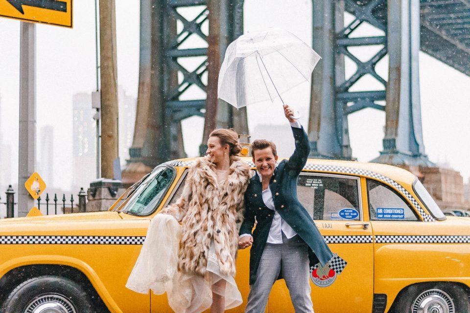 vintage-yellow-nyc-cab-wedding-couple-same-sex-suessmoments-manhattan-bridge