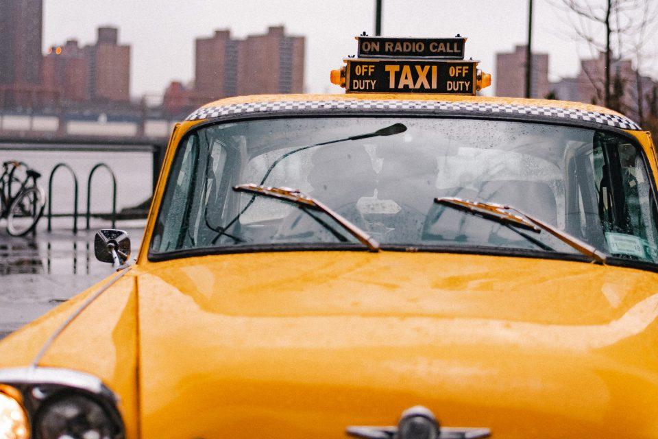 taxi-cab-wedding-photo-nyc-brooklyn-photographer-suessmoments