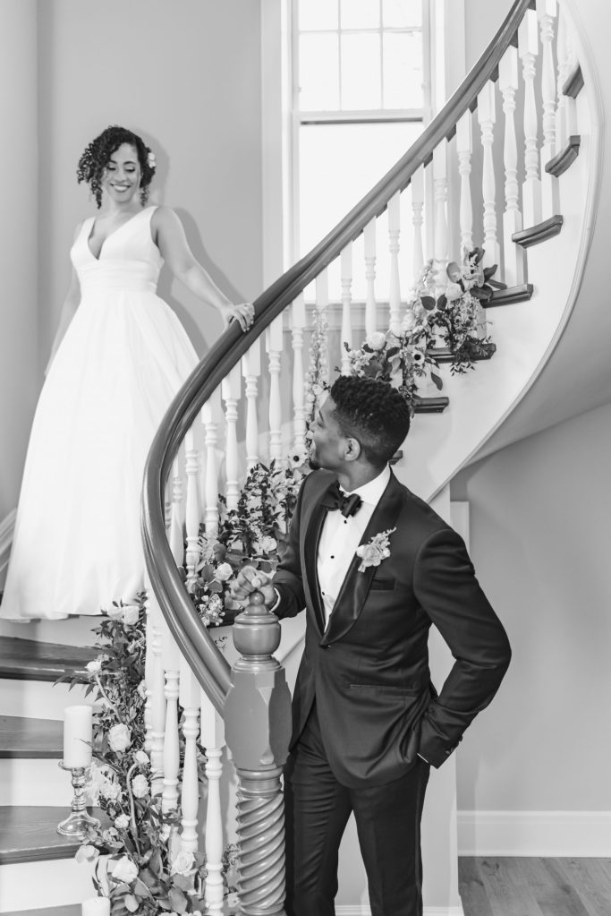 first-look-abbey-inn-and-spa-spiral-staircase-suessmoments-photography