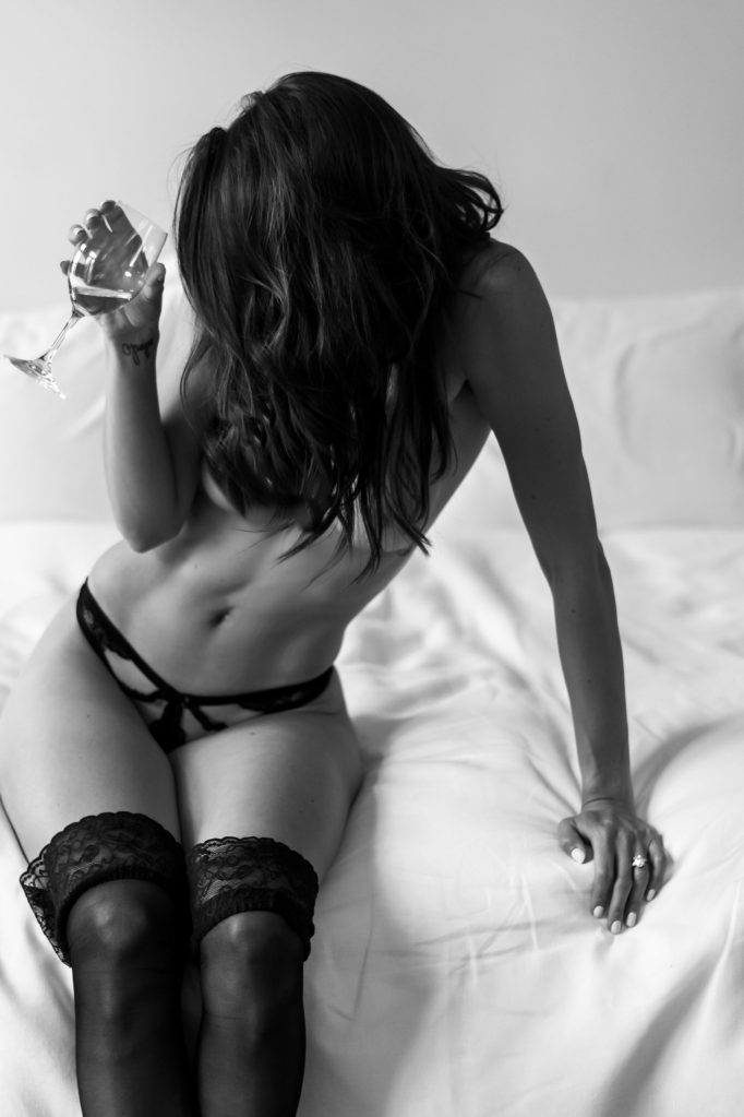 nyc-brooklyn-female-boudoir-photographer-black-and-white-champagne-suessmoments