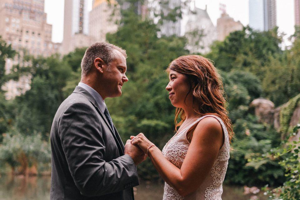 covid-bride-planning-intimate-wedding-central-park-gapstow-bridge-suessmoments-photographer