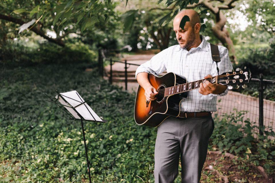 guitarist-central-park-elopement-suessmoments