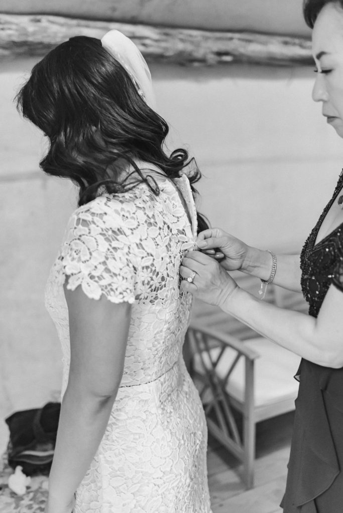 black-and-white-getting-ready-moment-suessmoments