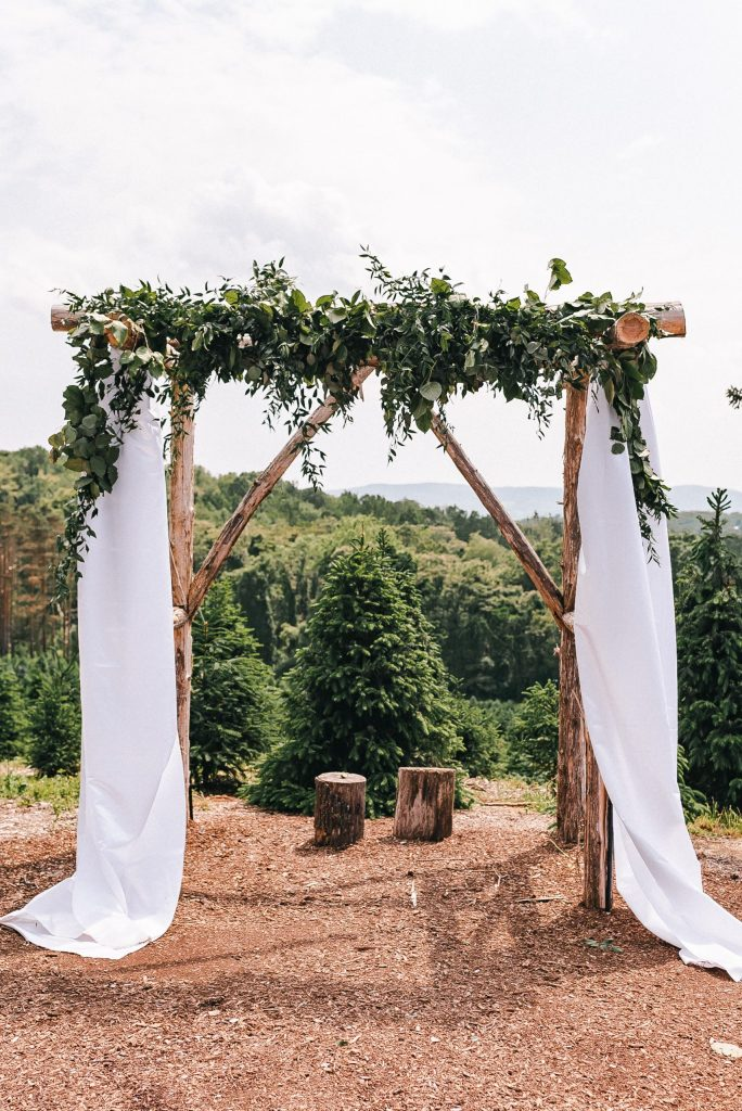 emmerich-tree-farm-wedding-arch-suess-moments-new-york-photographer