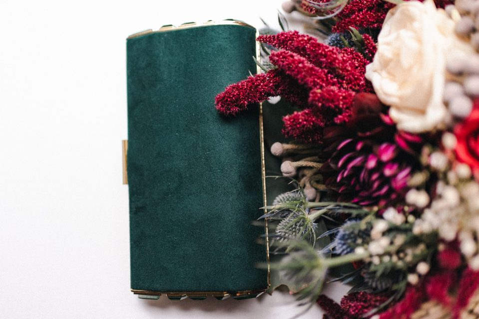 emerald-green-and-burgundy-wedding-details-ideas-suessmoments