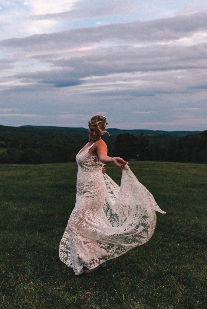 bhldn-wedding-suessmoments-dancing-bride