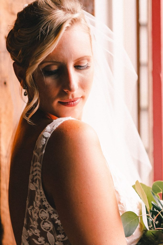 bridal-portrait-with-window-light-suessmoments