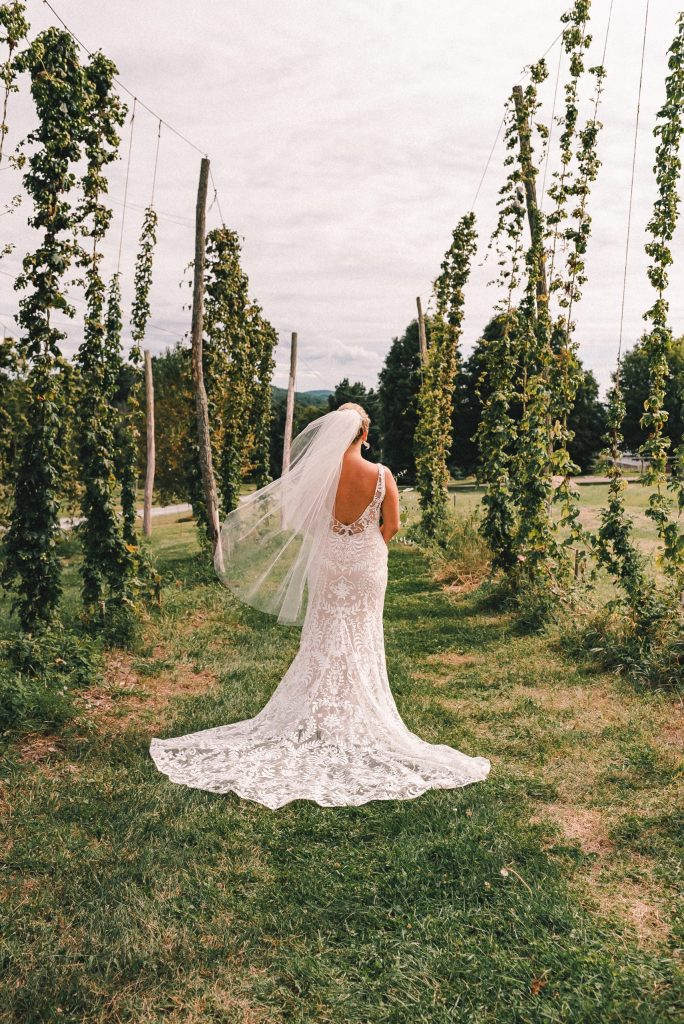 ss-farm-and-brewery-beer-garden-suessmoments-wedding-photography
