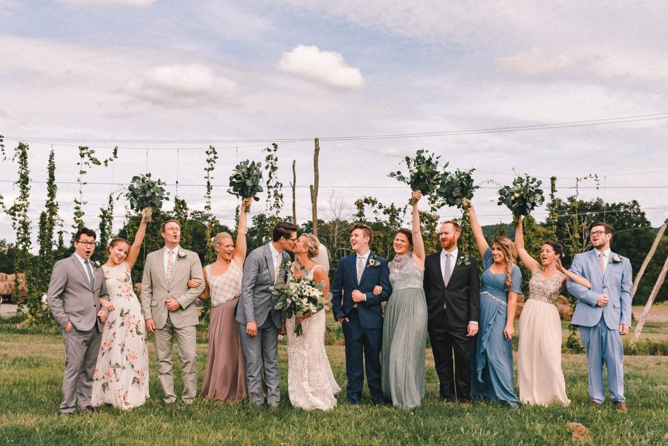LARGE-WEDDING-PARTY-SS-FARM-AND-BREWERY-PHOTOS-SUESSMOMENTS