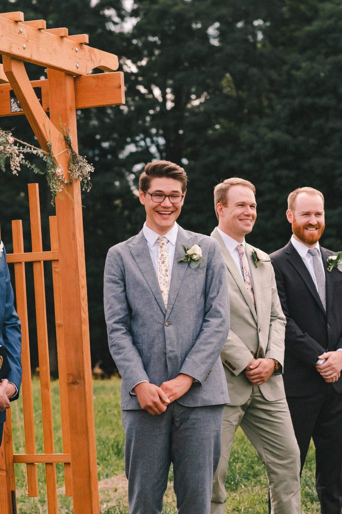 groom-first-look-at-wedding-altar-suessmoments