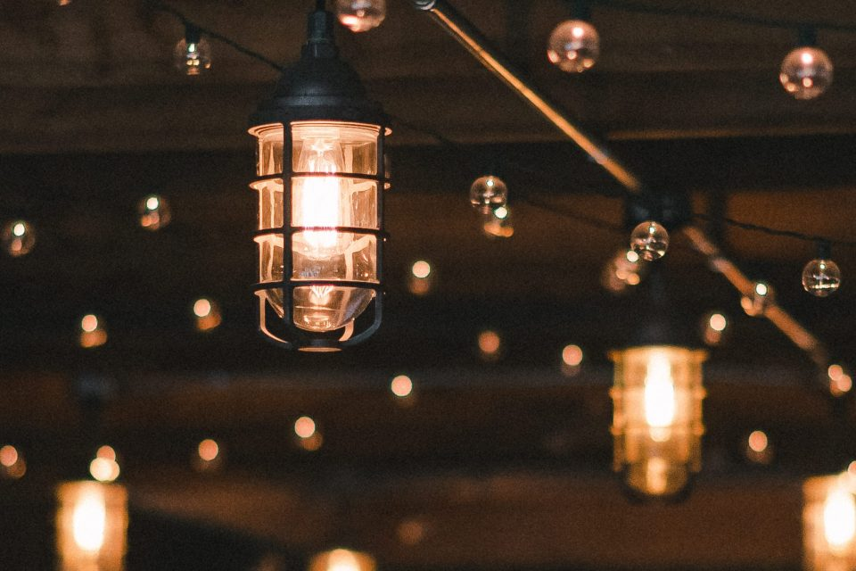 lighting-inside-ss-farm-and-brewery-suessmoments