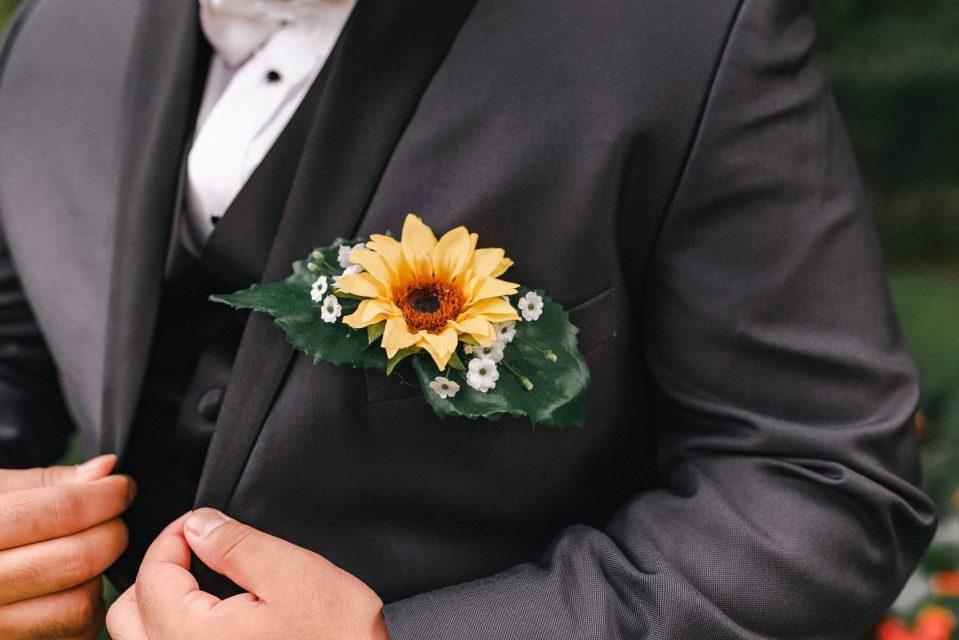sunflower-groom-accessories-boutinerre-suessmoments