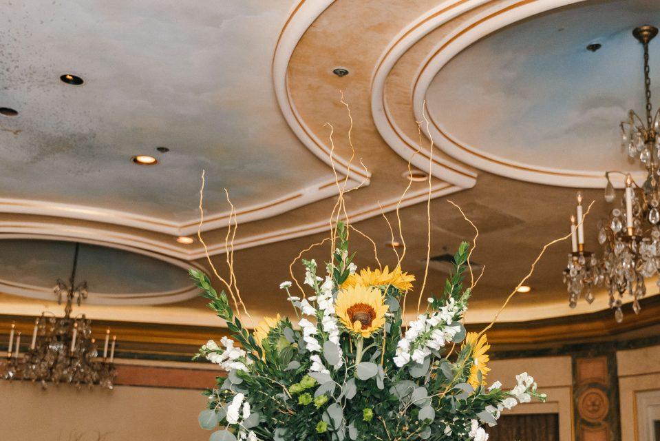 sunflower-wedding-reception-decor-suessmoments
