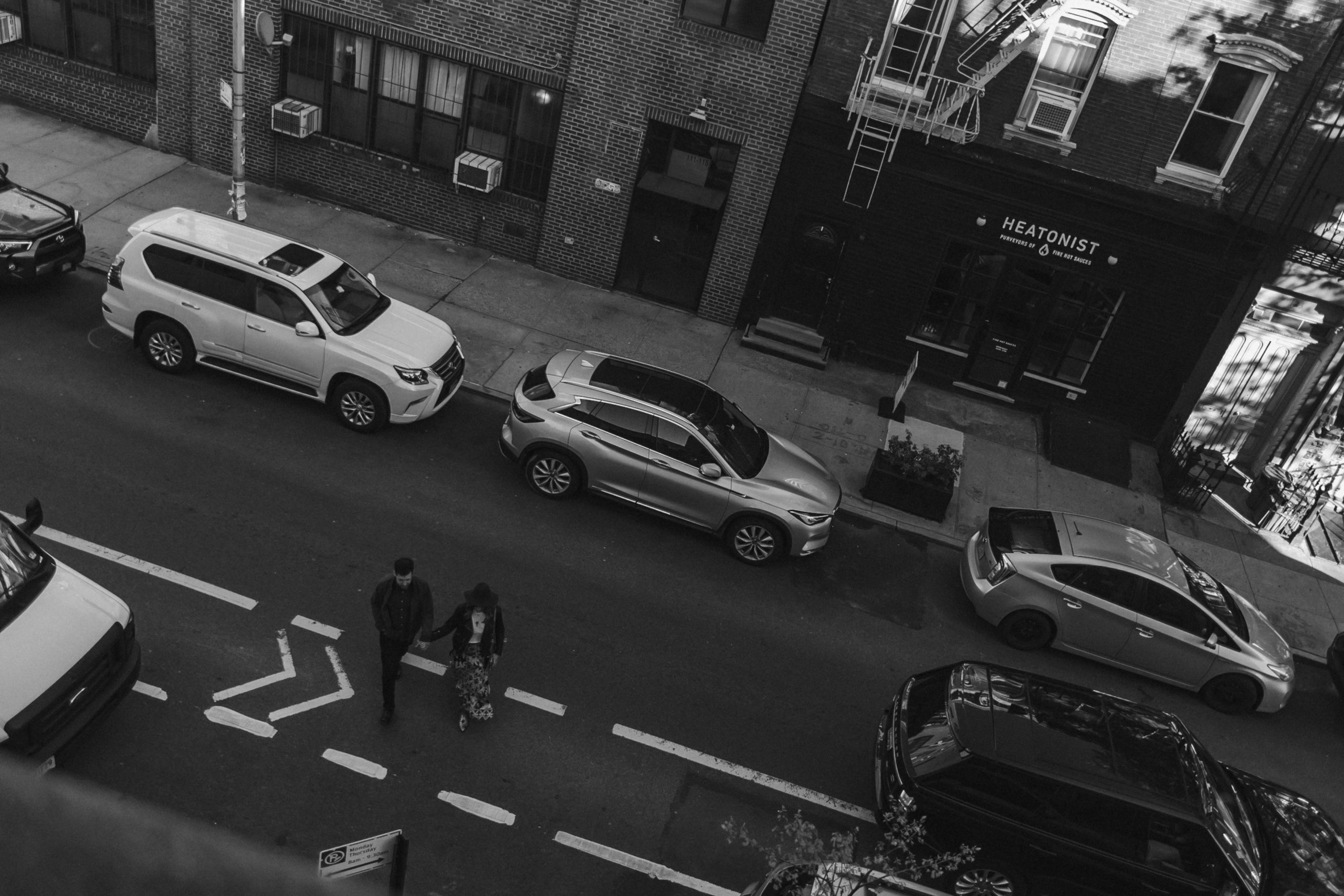 birds-eye-view-brooklyn-photo-engagement-crosswalk-photo-black-and-white-suessmoments-photographer-nyc