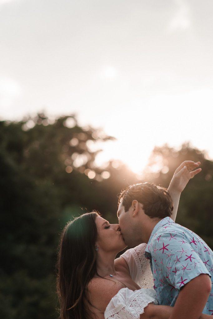 golden-hour-engagement-photo-suessmoments