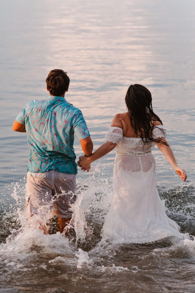 couple-running-in-water-at-beach-hempstead-house-suessmoments