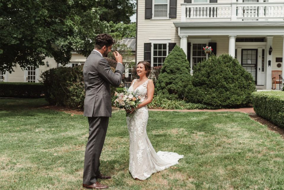 first-look-wedding-photos-at-bykenhulle-house-by-suessmoments-ny-photographer