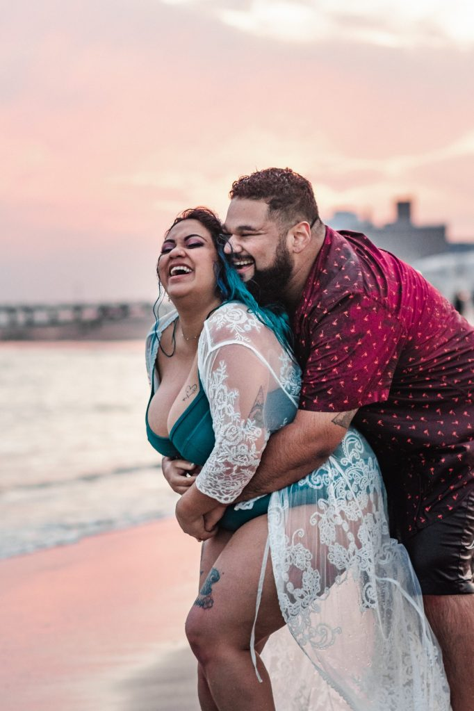 sunset-coney-island-beach-engagement-photos-suessmoments