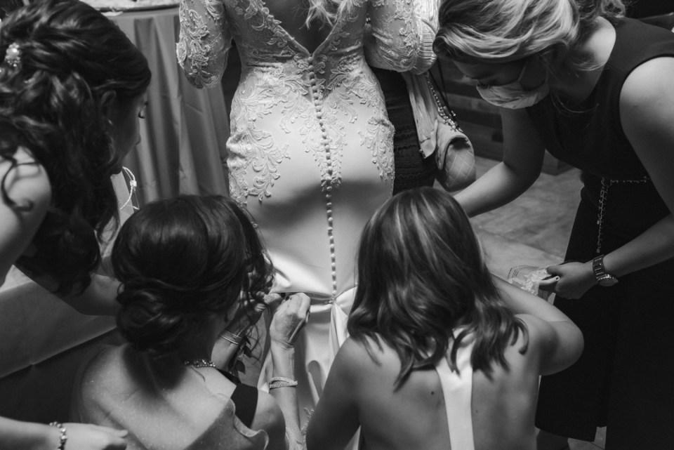 BUSTLING-THE-WEDDING-DRESS-SUESSMOMENTS