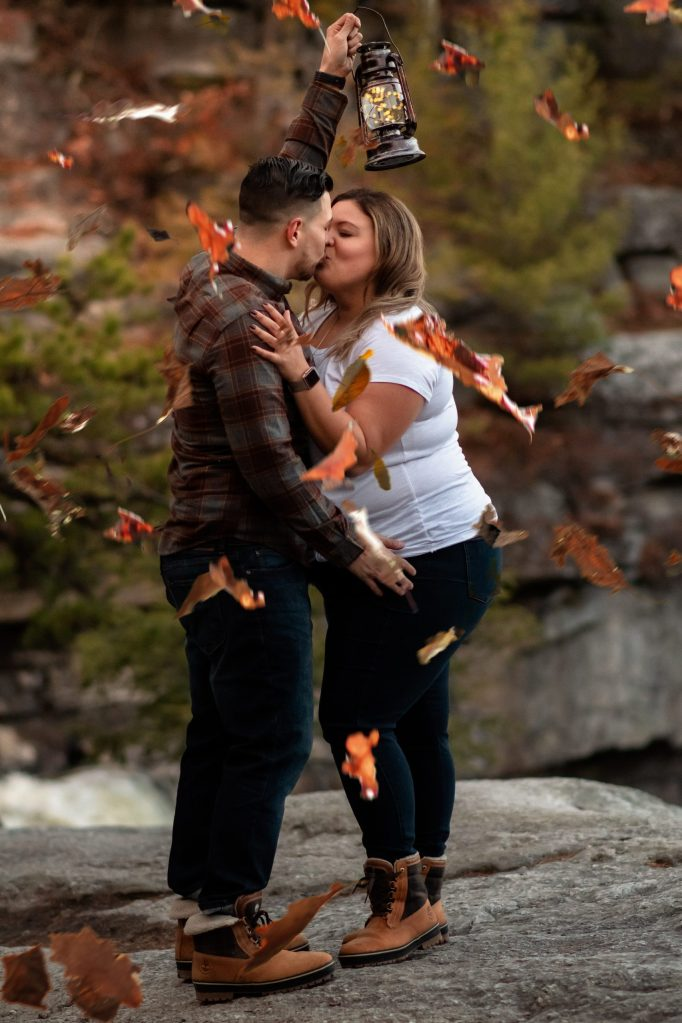 fall-engagement-photos-at-mohonk-mountain-house-by-suessmoments