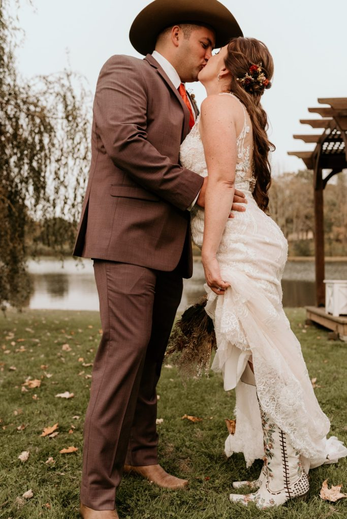 fun-bride-and-groom-portraits-by-suessmoments-triplebrook-campground-new-york-fall-wedding