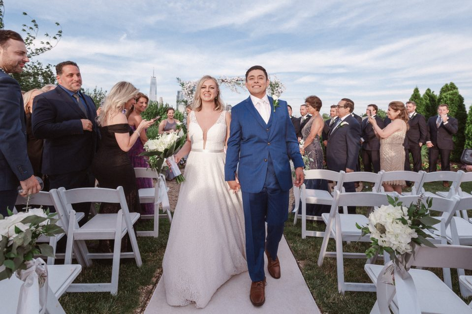 outdoor-ceremony-with-nyc-skyline-views-at-liberty-house-restaurant-new-jersey-by-suessmoments