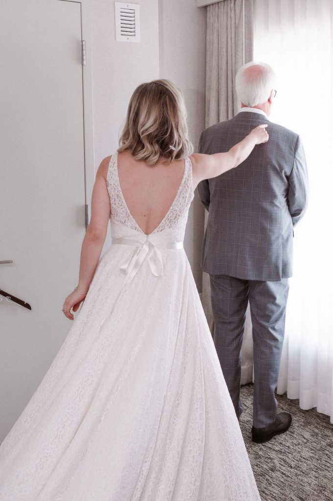 first-look-bride-and-her-father-by-suessmoments-photography