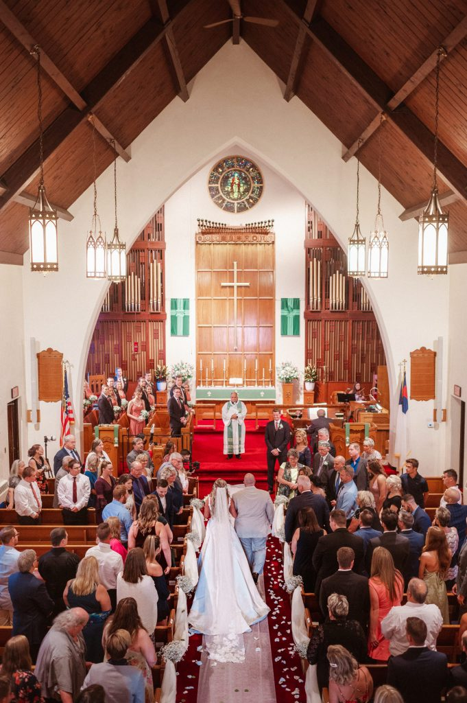 our-savior-lutheran-church-wedding-ceremony-photos-by-suessmoments
