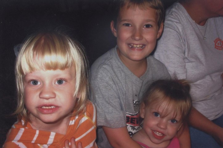Kaylynn and Lauren McConniel with brother Cam Maddox