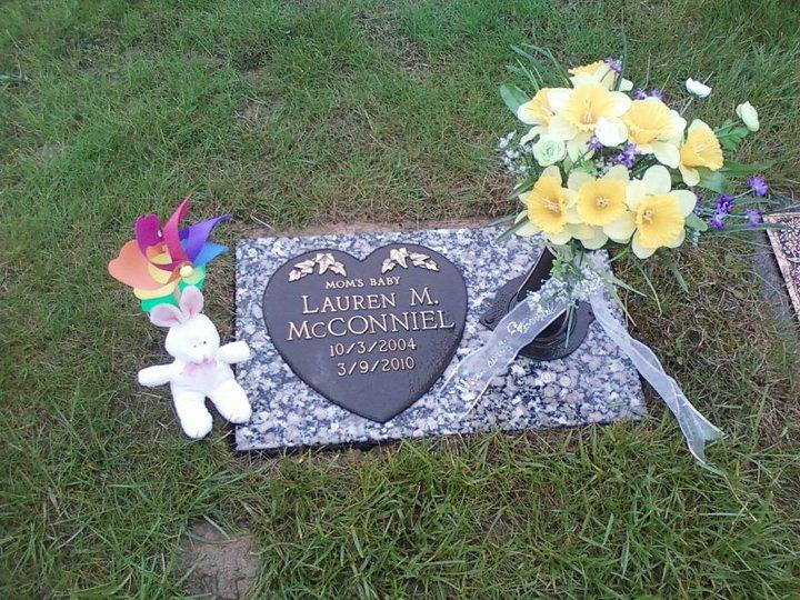 Lauren McConniel grave