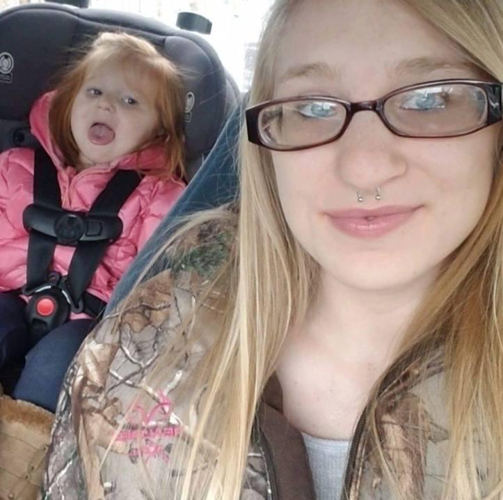 Arabella Parker and her mother, Samantha Delcamp, in December of 2018. (Facebook)