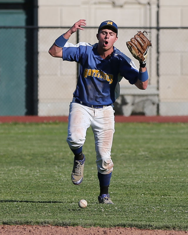 Chris Dwyer loses the ball in the sun and can't come up with the catch, extending the inning. (Credit: Daniel De Mato)
