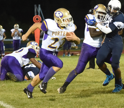 Billy McAllister rips off some yards as lineman Tyshe Williams gives him a block for more yards. (Credit: Robert O'Rourk)