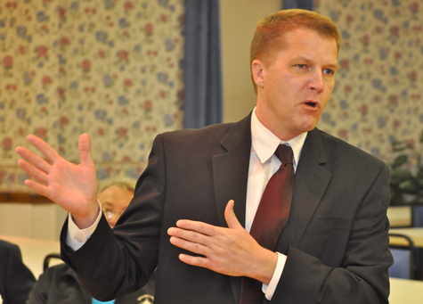 Supervisor Scott Russell addresses the town GOP committee during its nominating convention last month.