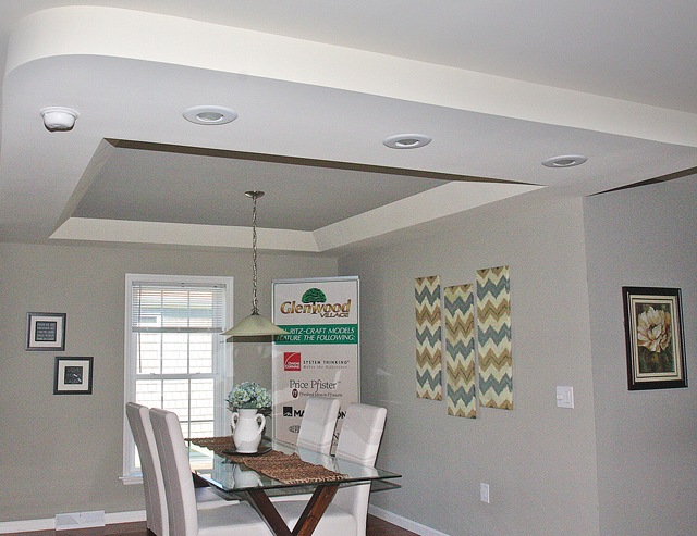 A tray ceiling above the dining room area. (Credit: Barbaraellen Koch)