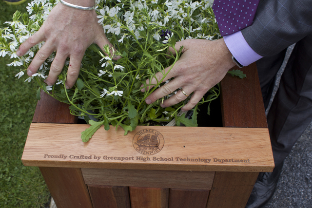 The inscription on the planter boxes.