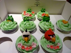 Angry Birds cupcakes - Hawaii themed with green frosting.