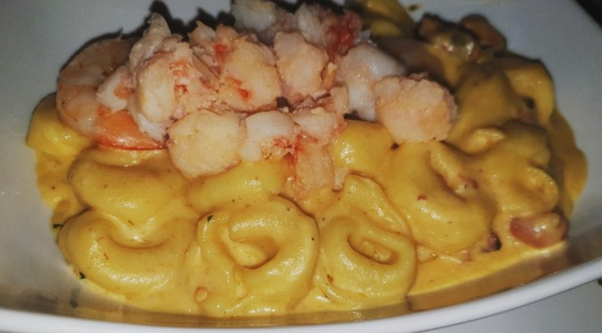 TGIF to this Creamy  Seafood Cheese Tortellini!