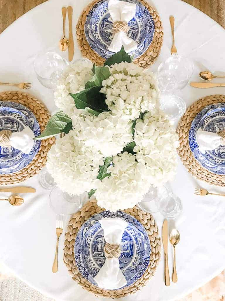 10 charming table settings for your