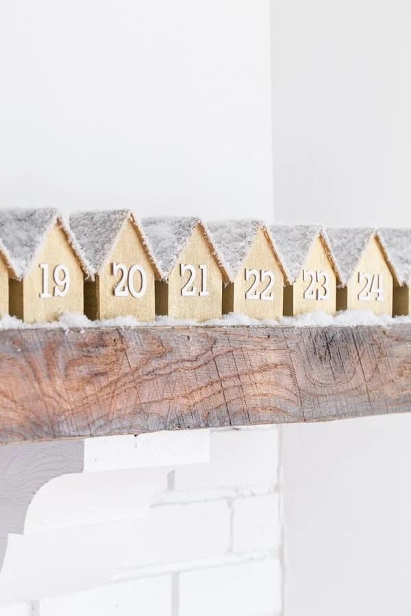 WoodenHouseAdventCalendar_3
