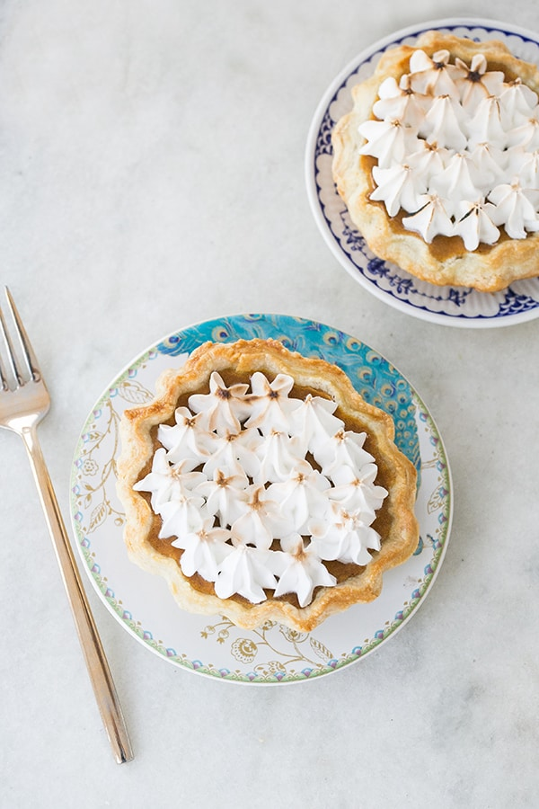 mini_toasted_marshmallow_pumpkin_pies_sugarandcharm_6
