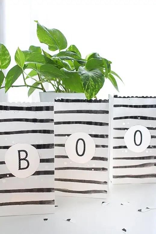 Waterproof Outdoor Paper Lanterns - Holiday - Sugar & Cloth - Houston Blogger - Halloween - DIY