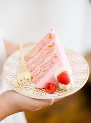 cute as a button raspberry cake recipe | sugarandcloth.com