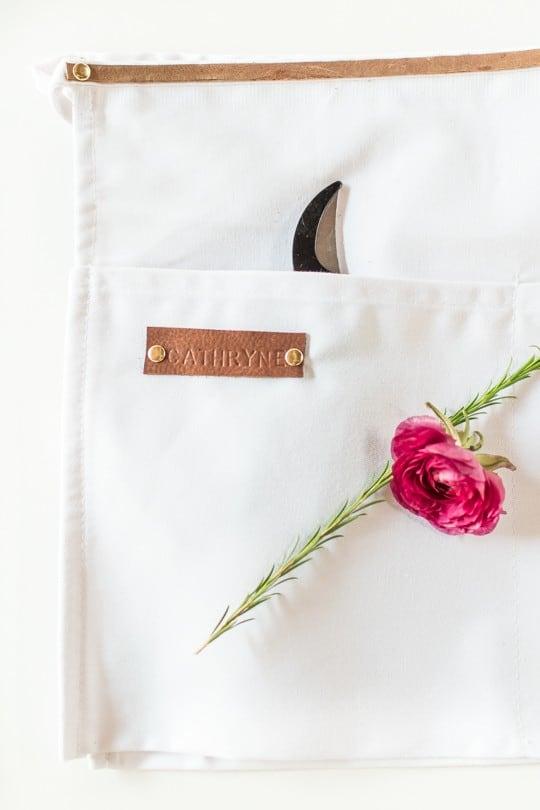 DIY floral apron gifts   sugarandcloth.com