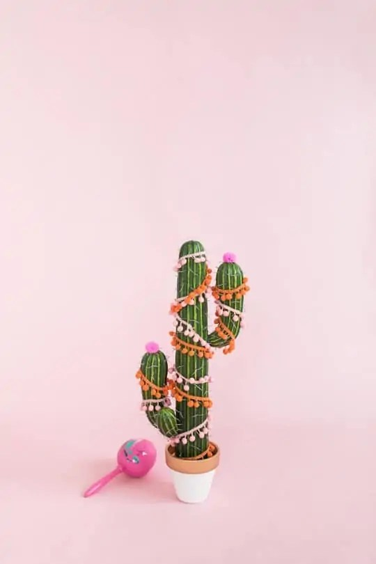 DIY Christmas tree cactus | sugarandcloth.com