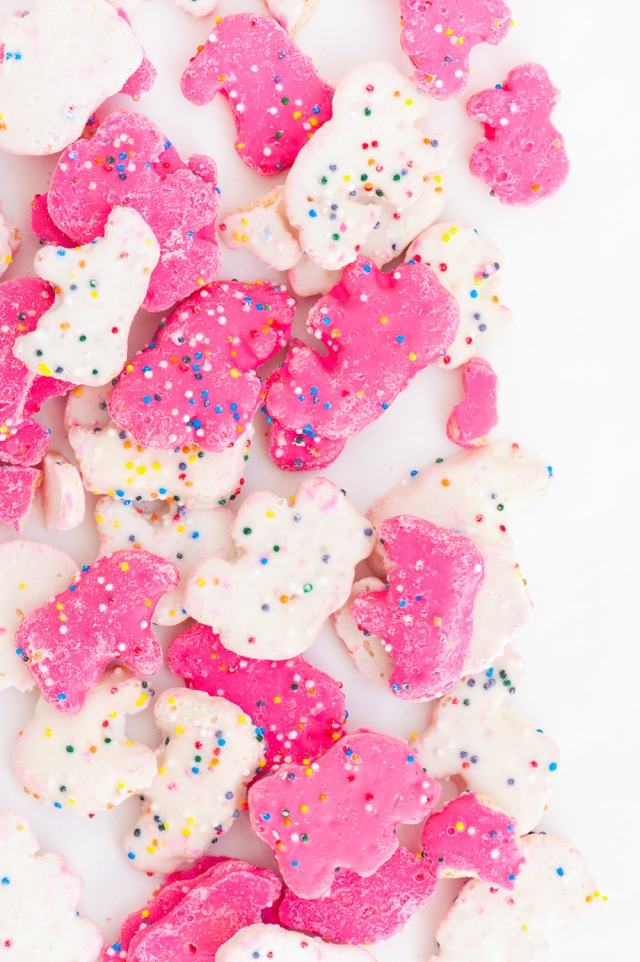 Simple frosted circus animal cookie bark recipe - sugar and cloth