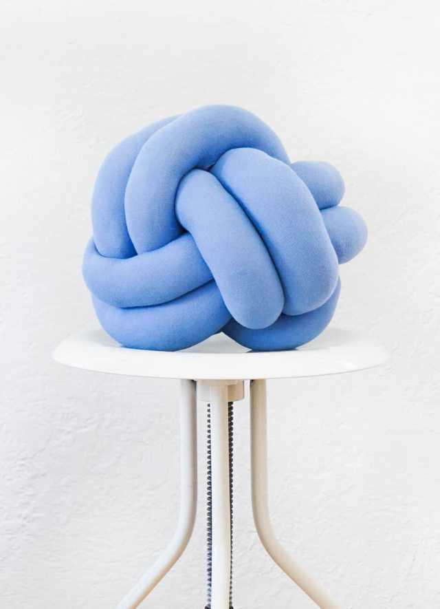 Diy Squishy Knot Pillow : DIY Knot Pillow Sugar & Cloth Home Decor DIY