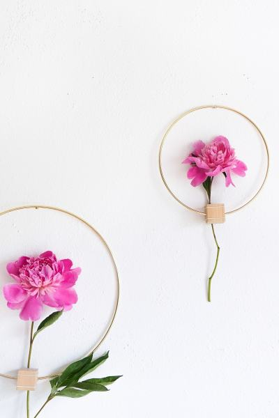 DIY Minimalist Flower Wall Hang by Ashley Rose of Sugar & Cloth, a top lifestyle blog in Houston, Texas
