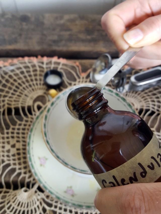 Suagar and Pith, measuring out calendula tincture into tea cup