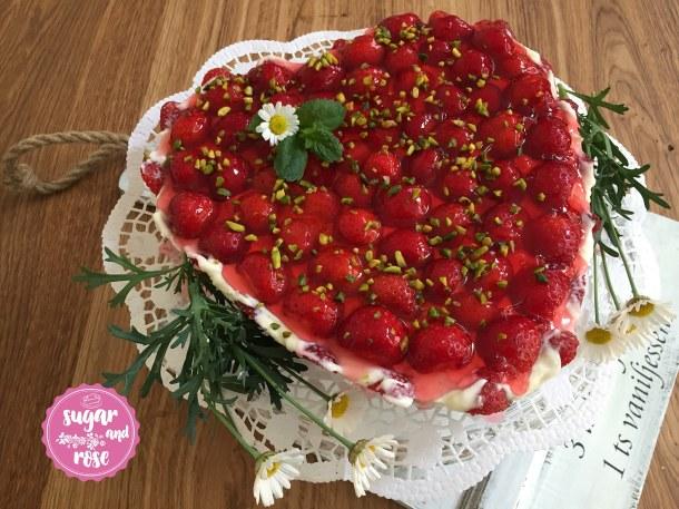S&R-Erdbeer-RosenCake1